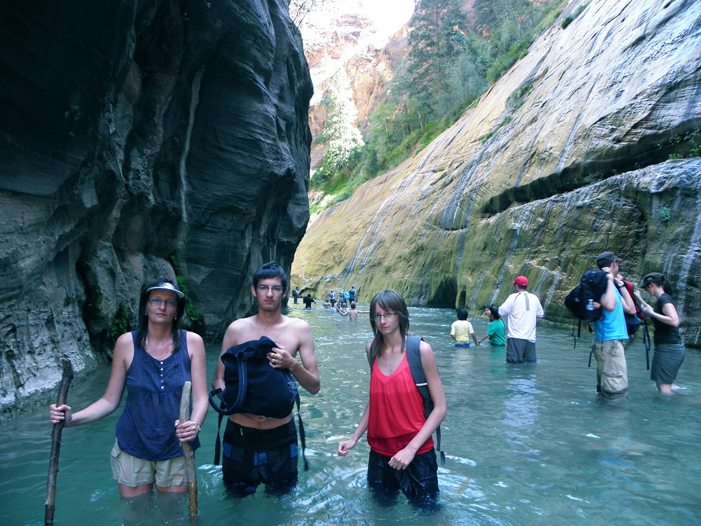hiking-the-narrows-in-zion
