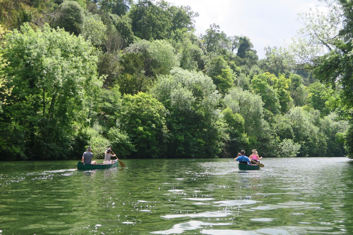 camping-canoe-trip-on-the-river-thames
