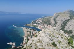 hiking-to-starigrad-fortress-in-omis-croatia-with-map