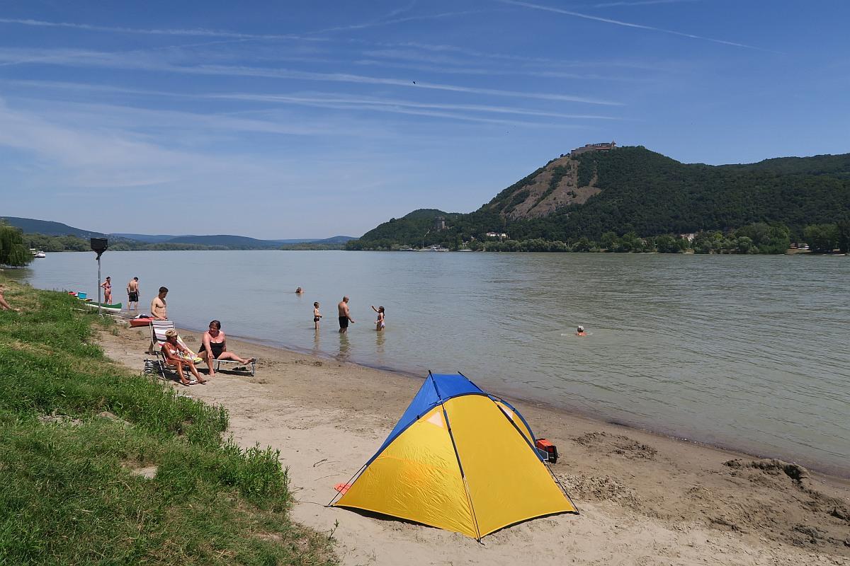Beach in Nagymaros overlooking Visegrád Castle