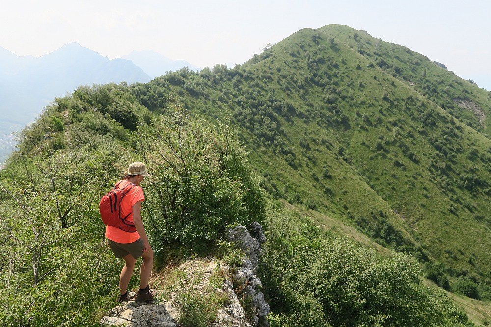 Walking along the ridge to Monte Vignole