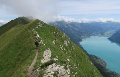 hiking-the-hardergrat-trail-between-suggiture-and-augstmatthorn