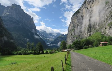 lauterbrunnen-to-stechelberg-hiking-lauterbrunnen-valley