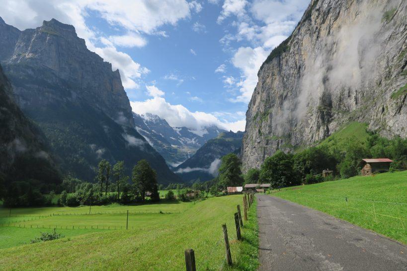 lauterbrunnen-to-stechelberg-hiking-lauterbrunnen-valley