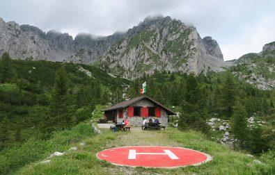 hiking-lago-di-lova-and-rifugio-laeng-in-italy