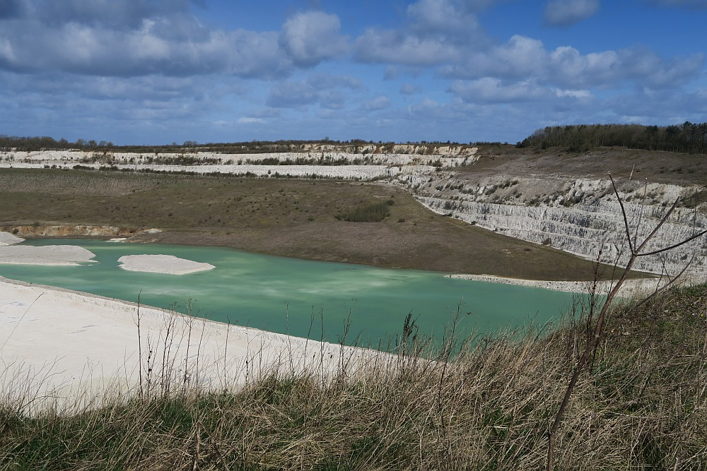 Kensworth Quarry turquoise water